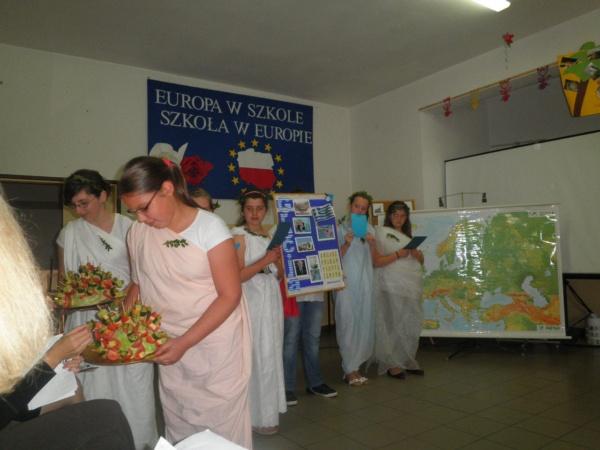 Zespół Szkół w Biesowicach Parada państw europejskich