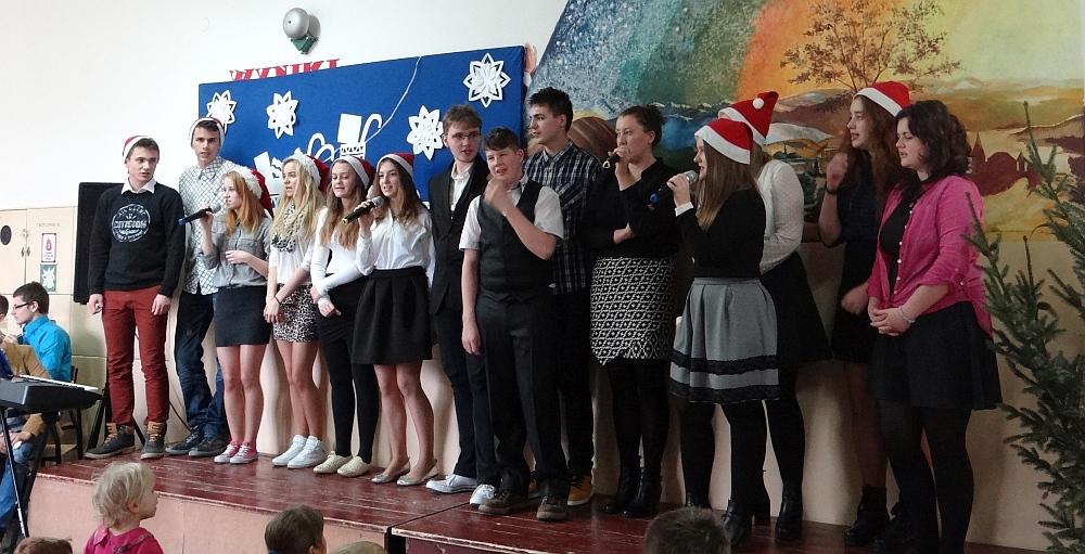 Zespół Szkół w Biesowicach Jasełka, Wigilia i szkolne kolędowanie