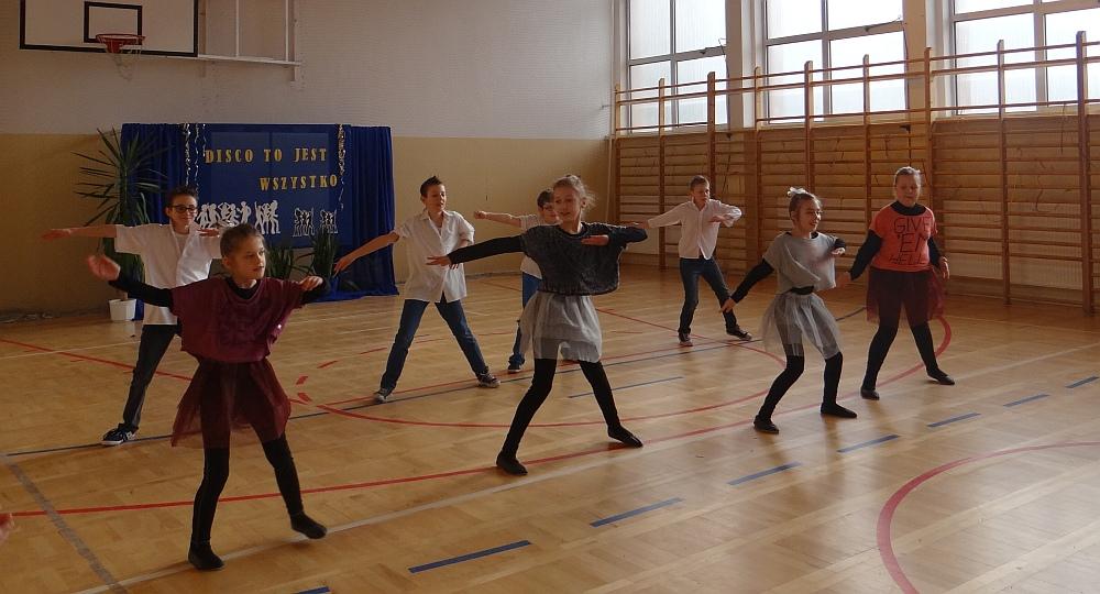 Zespół Szkół w Biesowicach Cała szkoła tańczy disco