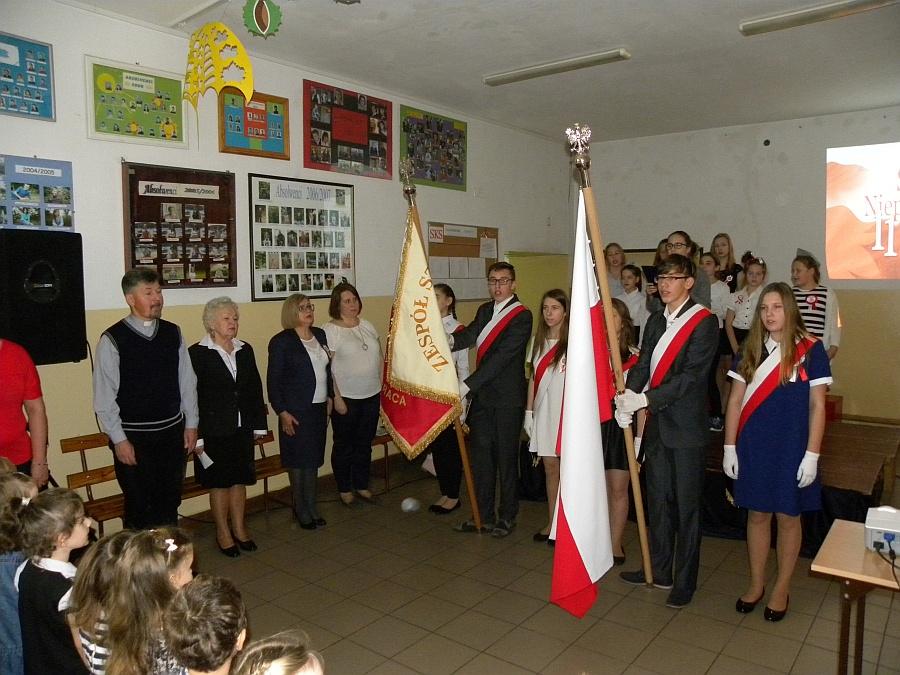 Zespół Szkół w Biesowicach Święto Niepodległości - Uroczysty Apel