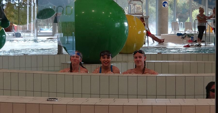 Zespół Szkół w Biesowicach Multikino i basen