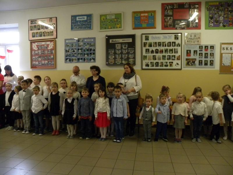 Zespół Szkół w Biesowicach 'Szkoła do hymnu'