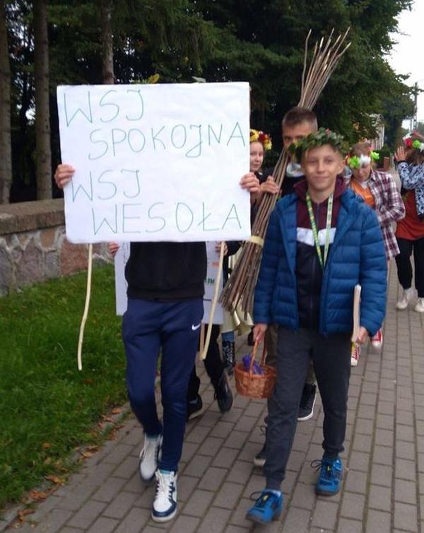 Zespół Szkół w Biesowicach ARKADYJSKIE ŻYCIE NA WSI