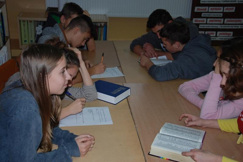 Zespół Szkół w Biesowicach Jak korzystać ze słowników?